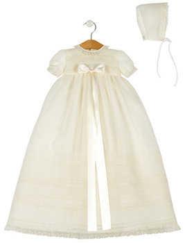 7b0d02fad4 Las bebés de meses también cuentan con sus trajes respectivos  y para ellas  es más sencillo llevar vestidos con gorritas. Un bello modelo es este  vestido de ...