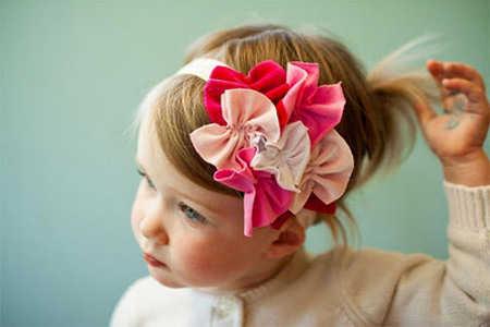 Los colores, brillos y detalles son muy importantes para resaltar su look, mientras mantienes su cabello ordenado y sin mechones que se salen por los lados.