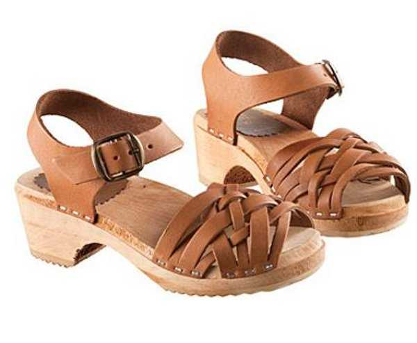 Summer sandals with studs
